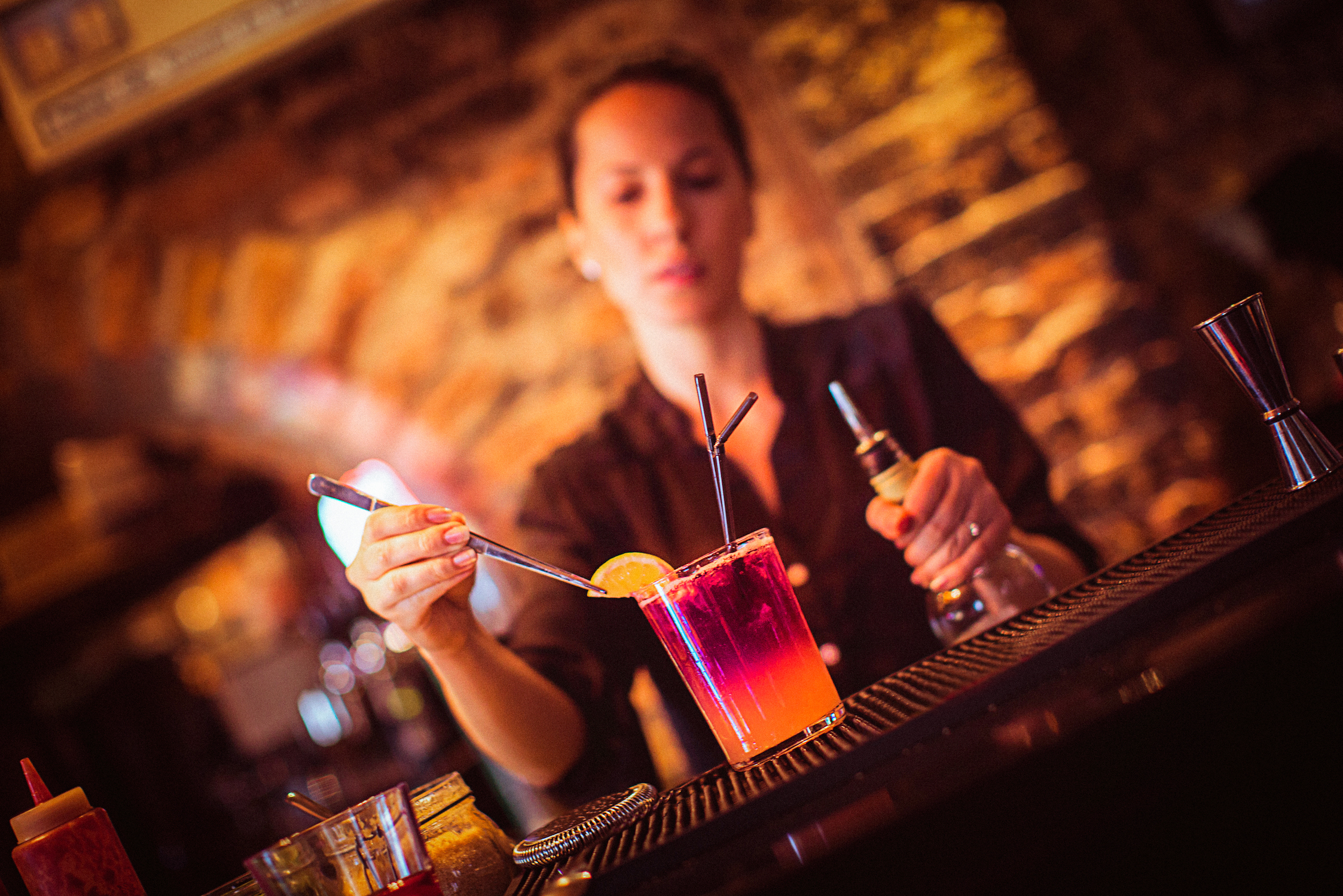Nontraditional places bartenders work bartending jobs for Cocktail bartender