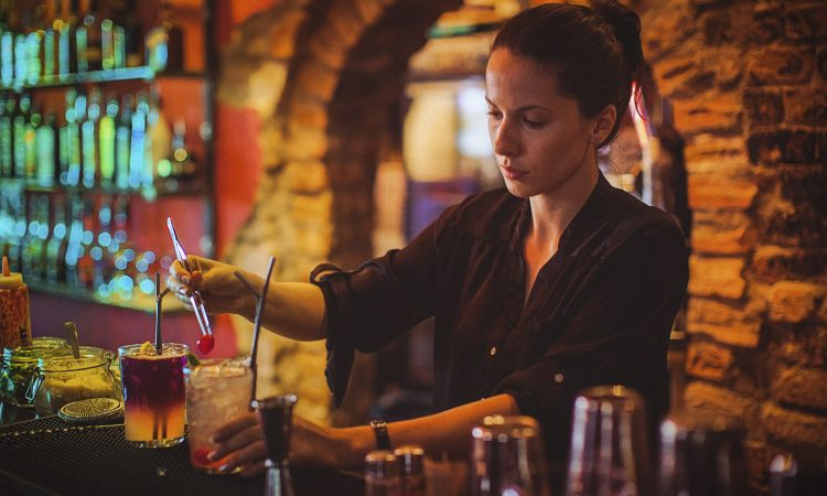 Things To Know Before Becoming a Bartender