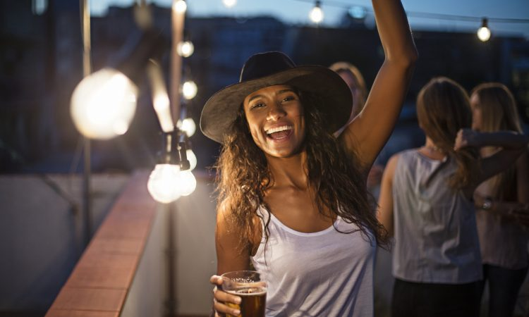 How to Pull Off a Bar Crawl in a New City